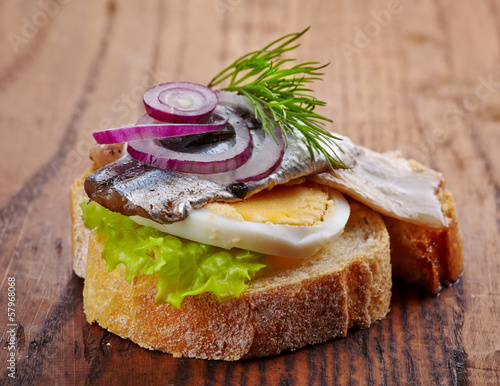 bread with anchovies and egg