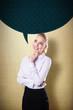 Geschäftsfrau mit Sprechblase