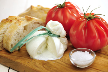 Burrata (sort of very fresh mozzarella cheese), tomato and bread