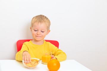 little boy eathing healthy food