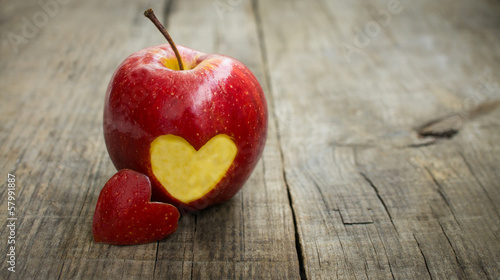 Foto op Aluminium Vruchten Apple with engraved heart