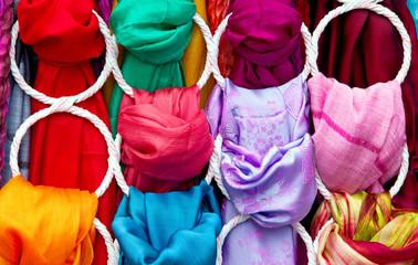 Farbenfrohe Tücher