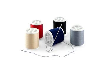 bobines de fil a coudre différentes couleurs