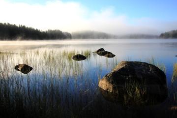 Morgendunst auf Schwedens Gewässer