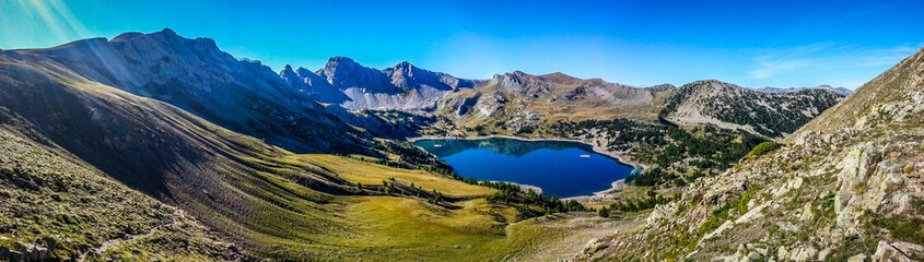 Panorama lac d'allos montagne