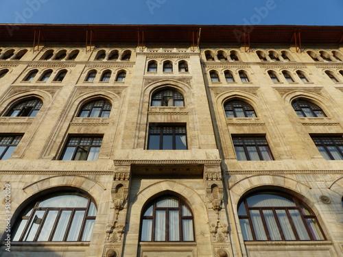 Prachtvolle Fassade eines alten Gebäudes in Istanbul