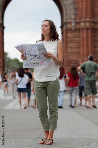Frau macht Tourismus in Barcelona