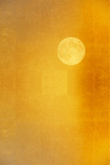 金屏風に満月