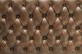 Superficie tapizada de cuero acolchado marrón
