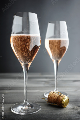 Fotobehang Wijn Two Glasses of Rose, Pink Champagne