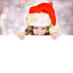 Kind mit Nikolausmütze