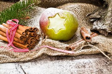Weihnachtsdekoration, Weihnachtsapfel, Zimtstangen