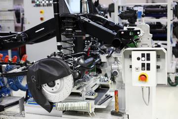 Große Maschine in der Fabrikhalle