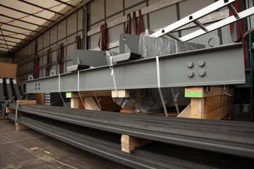 Sattelzug mit Stahlpfeiler