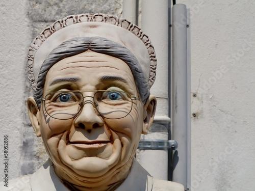 Gesicht einer fröhlichen alten Frau