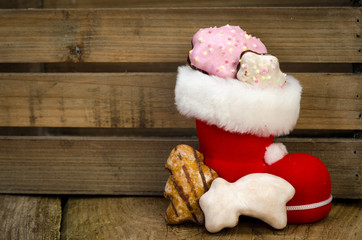 weihnachtsschuh gefüllt mit lebkuchen