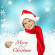 Freundlicher Junge mit Nikolausmütze