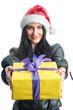 Nikolausfrau überreicht ein Geschenk