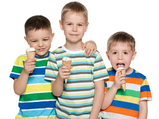 Boys eat ice cream