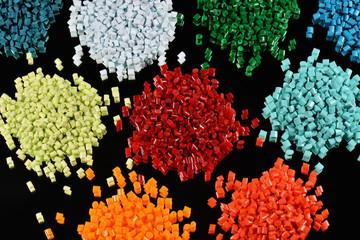 buntes Kunststoffgranulat