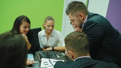 Coach shows a group of people scheme CASHFLOW Quadrant