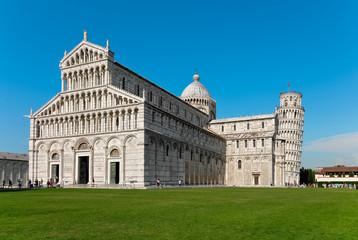 Il Duomo e la Torre di Pisa di giorno