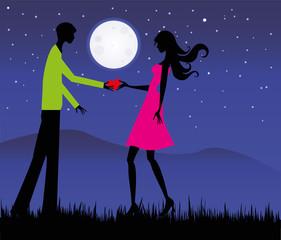 coppia di innamorati sotto il chiaro di luna