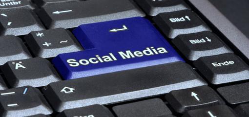Laptop Tastatur Taste social media in blau