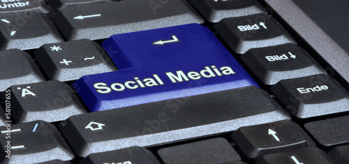 Laptop Tastatur Taste social media in blau