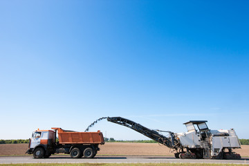 Cold Planer remove worn Asphalt into Dump Truck
