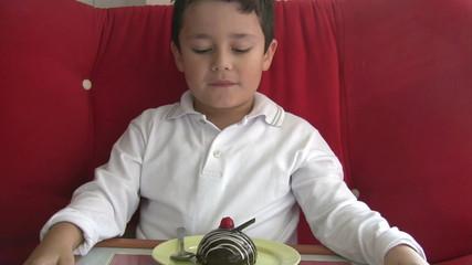 child likes cake