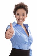 Junge erfolgreiche Frau isoliert in Bluse blau und Daumen hoch
