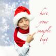 Weihnachtsjunge mit Werbetafel