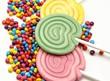 Piruletas de caramelo con sprinkles