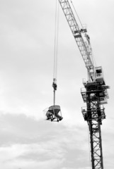 people on crane with no safty very dangerous