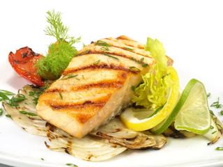 Lachs vom Grill auf Gemüse