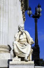 Geschichtsschreiber vor dem Parlament von Wien (2)