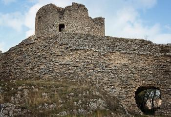 resti di una torre medioevale