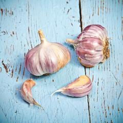 head of garlic on a cutting board close up