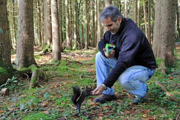 Eichhörnchen-Fütterung