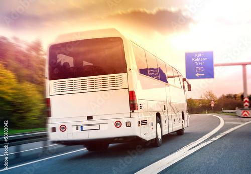 Leinwanddruck Bild Deutschland Fernbus Fernbuslinie Linienbus auf Autobahn