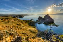 Shaman Rock, île de l'île d'Olkhon, le lac Baïkal, en Russie