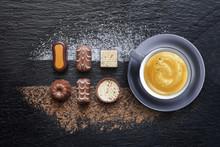 Assortiment de Chocolat Avec café expresso sur ardoise