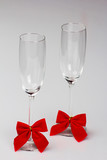Two glasses of champagne with red bows