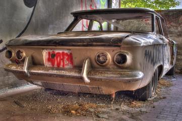 Auto abbandonata retro