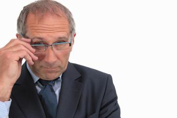 Mann mit neuer Brille
