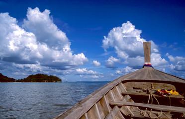 Longtail-Boot auf dem Meer