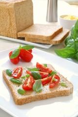 tomato and basil sandwich