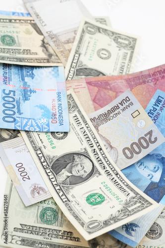 ドルとルピア