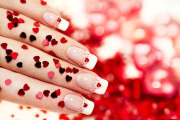 Ногти с сердцем.